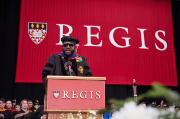 David Ortiz giving the 2019 Commencement Address
